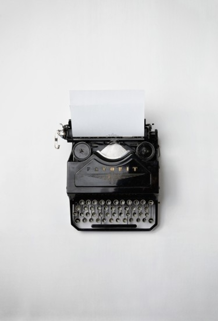 Tylgxnmbrombjddxw8c1 keyboard old typewriter 3319.jpg