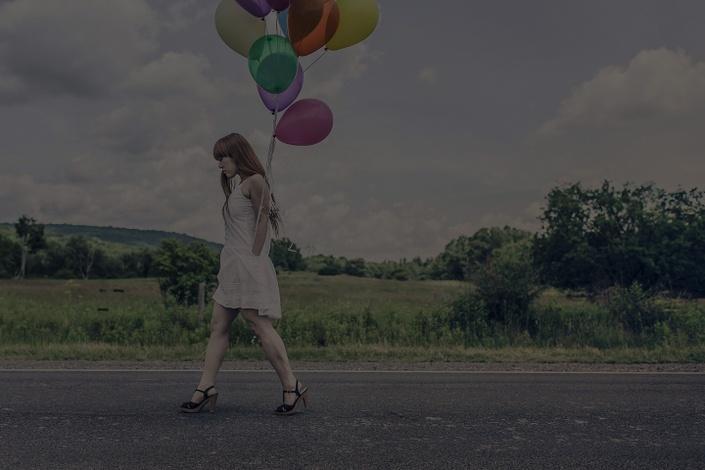 Xwkm7xdzszilykcwe3uv bg girl balloons