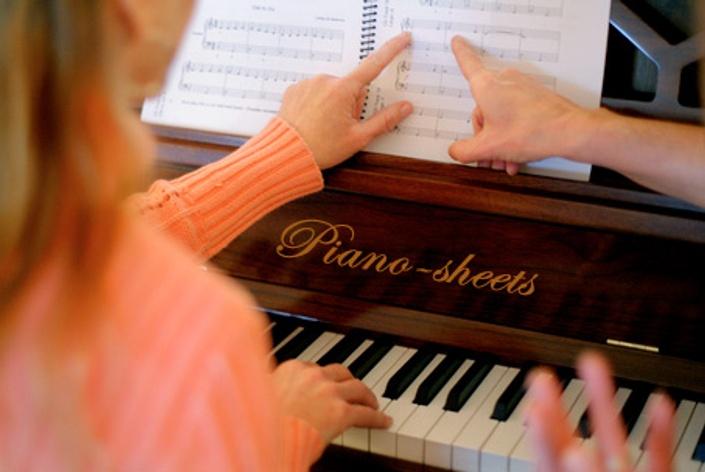 Dd1dansgtxdmdkzoz4y9 piano