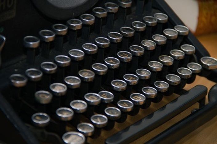 Eiuuk15qcomzqytkcsow typewriter