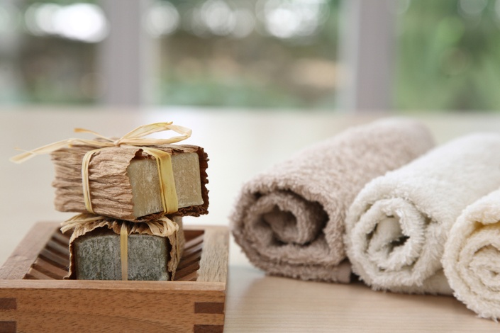 Fqkbkestqnicfmwyz0va kozzi 24926161 nice soaps with towels in natural colours 2387x1591%20copy